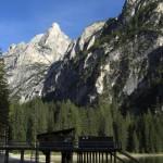 Wanderung zum Herrstein, Pragser Wildsee im Vordergrund. Sextener Dolomiten, Toblach.