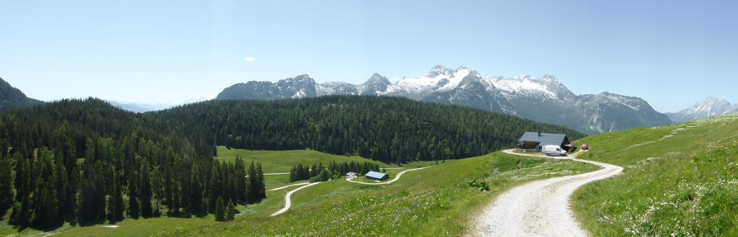 Ausblick von den Kallbrunnalmen zu den Leoganger Steinbergen