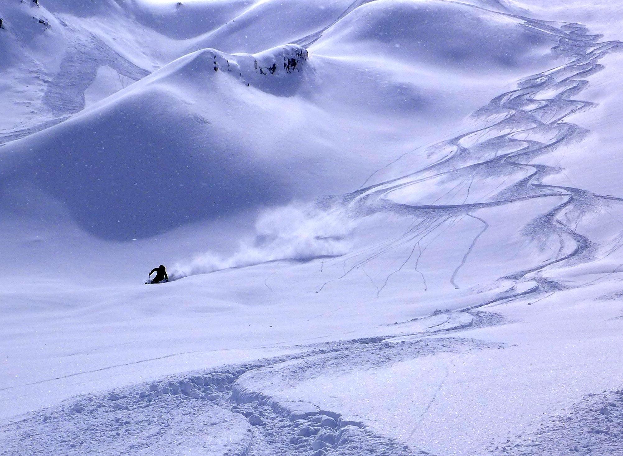 Simon Eger - Powder Skiing