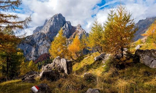Bergsteigen im Herbst